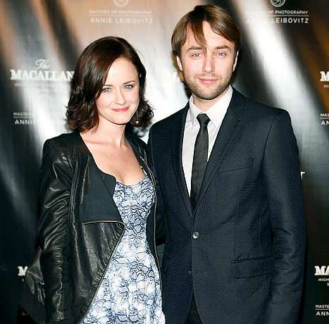 alexis bledel and vincent kartheiser 2015