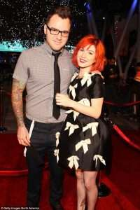 After Split from Husband Who is Boyfriend of Hayley Williams and Girlfriend of Chad Gilbert in 2017